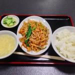 ランチパスポートを使って鴻運 烏森口店(P47)で「豚肉黒酢辛味炒め定食(780円→500円)」を食べてきた