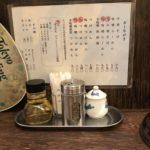 今日は涼しいので「麺恋処 き楽」で、中華そば690円(自家製麺、中盛300g無料)を食べてみた。魚粉系だけどナルトも乗っていて、名前通りの昔ながらの中華そばって感じ