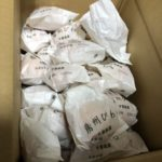 千葉の友人から、高級そうな袋入りのビワがダンボール箱で、いきなり送られてきた!