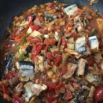 サンマが安かったのでトマト煮を作って、クスクス(世界最小のパスタ)で食べてみた