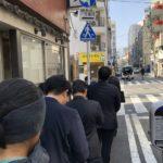 開店前に並んでも着丼まで30分! 用心棒@神保町のラーメン大盛り850円+すきやき80円を食べてきた。