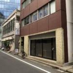 岩本町(秋葉原の南東)にある鉄火丼「おやじ」で、中トロ鉄火丼(950円)+あたまでっかち(大盛り+100円)を食べてみた。